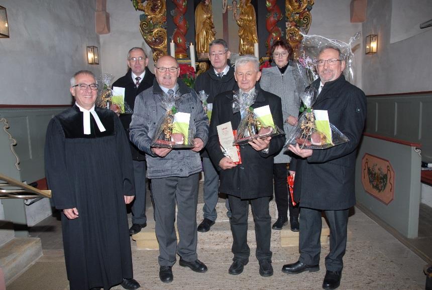 Die scheidenden Mistelgauer Kirchenvorstände (von vorne links – die Zeit der Mitgliedschaft in Klammern): F. Fichtel (24),  L. Meyer (48), F. Rupp, Vertrauensmann (30), H. Rühr (18),  C. Wahler (24), A. Söhnlein (6). Foto: D. Jenß